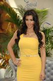[IMG]http://img14.imagevenue.com/loc1141/th_99744_celeb-city.org_Kim_Kardashian_Monte_Carlo_Television_Festival_06-10-2008_023_122_1141lo.jpg[/IMG]