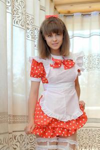 http://img14.imagevenue.com/loc151/th_105047371_tduid300163_Silver_Sandrinya_maid_1_046_122_151lo.JPG