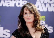 Elizabeth Reaser - 2011 MTV Movie Awards, LA - June 5, 2011 - (HQ x 3)