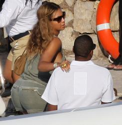Beyonce Knowles in bikini aboard a yacht in France - Hot Celebs Home