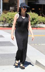 http://img14.imagevenue.com/loc562/th_970963483_rose_mcgowan_see_thru_and_pokies_while_out_and_about_in_beverly_hills_04_123_562lo.jpg