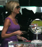 123mike HQ pictures of Victoria Th_05498_Victoria_Beckham_shopping_in_Beverly_Hills_158_123_630lo