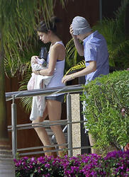 th 968576764 tduid300217 SelenaGomezinShortsSeeninMexico1 122 64lo Selena Gomez in Shorts Seen in Mexico, 6 January 2012