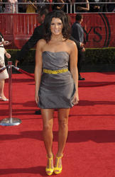 http://img14.imagevenue.com/loc74/th_10346_001_tlfan_Danica_Patrick_at_the_2008_ESPY_Awards_7_16_08_5122__122_74lo.jpg