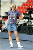 Jenifer aux Répétitions concert de Johnny Hallyday, Nancy 02-06-2003 HQ Th_76948_repets9_123_829lo