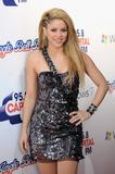 http://img14.imagevenue.com/loc545/th_60361_Shakira_763_122_545lo.jpg